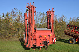 KUHN Aero 2224 boomed fertiliser spreader